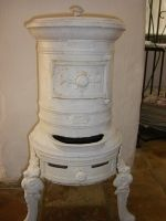 French Cast Iron Pot Belly Stove Old Stove, Cast Iron Pot, Fire Places, Stoves, Planting Flowers, Objects, Craft Ideas, Cook, French