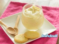 crema al mascarpone2 uova 4 cucchiai colmi di farina 00 800 ml latte parzialmente scremato 4 cucchiai di zucchero essenza di vaniglia o bacca di vaniglia 250 g mascarpone