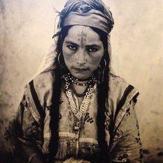 from the 2014 exhibition ''Tatoueurs, Tatoués'' (tattooists, tattooed) at Quai Branly, Marc Garanger's Portrait of an Algerian woman, 1960 Goldscheider, Berber Tattoo, Ethnic Tattoo, History Tattoos, Facial Tattoos, Id Photo, Worlds Best Tattoos, North Africa, Female Portrait