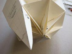 Le Paper Globe – a DIY paper terrestrial globe Sliceform, Globe, Papier Diy, Diy Origami, Paper Decorations, Homemade Decorations, Map Design, Paper Toys, Ballpoint Pen