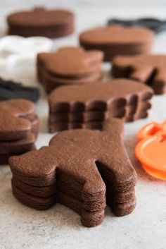 THE BEST COOKIES. Stacks of unfrosted chocolate cut out sugar cookies in Halloween shapes. THE BEST COOKIES. Stacks of unfrosted chocolate cut out sugar cookies in Halloween shapes. Chocolate Sugar Cookie Recipe, Sugar Cookie Dough, Sugar Cookies Recipe, Chocolate Cookies, Chocolate Chocolate, Shaped Cookies Recipe, Pumpkin Sugar Cookies, Halloween Chocolate, Chocolate Biscuits