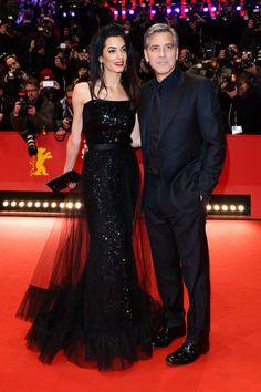 Amal Clooney en robe Yves Saint Laurent vintage et George Clooney au gala d'ouverture du 66ème Festival de Berlin