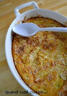 """Encore un dessert tiré de """"Clafoutis"""" d'Eric Frechon, et encore une réussite! Le clafoutis est bien moelleux et délicieusement parfumé, les amandes se marient parfaitement aux poires. Ici ce sont des poires au sirop en boîte qui sont utilisées mais comme..."""