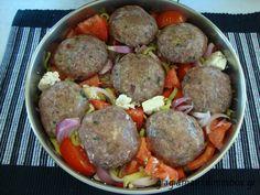 Χωριάτικη σαλάτα με μπιφτέκια ΜΕΣΑ!!! Lamb, Beef, Cooking, Ethnic Recipes, Food, Meat, Kitchen, Recipes, Essen