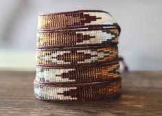 Bracelet de perles Wrap métier à tisser perles par LeiselHandmade Bead Loom Bracelets, Beaded Wrap Bracelets, Beaded Jewelry, Chan Luu, Cordon En Cuir, Bead Loom Patterns, Bijoux Diy, Bracelet Tutorial, Loom Beading