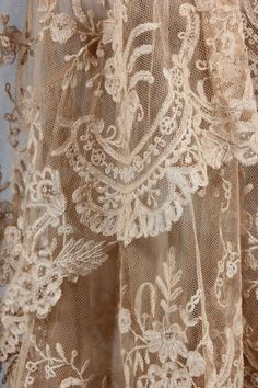 Description: A couture Brussels lace and beige chiffon gown, probably Molyneux, late 1920s, un-labelled, with V-neck, with tiered graduated hem, cut longer at the back, chiffon cummerbund-like gathered waistband. Detail