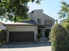 A real estate broker or agency to buy or sell your house, condo, cottage, RE/MAX-Quebec Selling Your House, Real Estate Broker, Quebec, Uni, Condo, Garage Doors, Cottage, Outdoor Decor, Home Decor