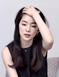 Red Velvet Irene, Elizabeth Olsen, Girl Bands, Seulgi, Ulzzang Girl, South Korean Girls, Girl Crushes, Kpop Girls, Girl Hairstyles