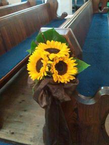 Sunflower pew end Wedding Pews, Wedding Events, Rustic Wedding, Wedding Flowers, Wedding Church, Wedding Stuff, Weddings, Pew Ends, Kirchen