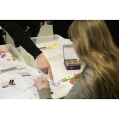 Tijdens Discovery Salon biedt STRP een speciaal programma voor kinderen en jongeren vanaf 8 jaar gemaakt.  Discovery gaat over ontdekken dus er valt veel zelf te doen! Er zijn proefjes, experimenten, en interactieve kunstwerken. Het STRP MEETS Discovery Salon scholierenprogramma bestaat uit een bezoek aan het evenement - en dan vooral de rondleiding door de expo met wetenschappelijke proefopstellingen, experimenten en technologische kunst - én twee workshops, littleBits en Scraphoek.