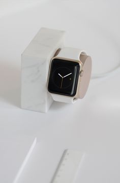 DOCK for Apple Watch Marble Edition in White minimal design by Native Union. Keep your Apple Watch in this stylisth dock on your bedside table. Elegant Watches, Beautiful Watches, Unusual Watches, Modern Watches, Stylish Watches, Apple Watch Bands, Apple Watch Series, Smartwatch, Paracord Watch