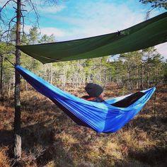 Det er så deilig at det endelig er litt varmere i været! Vi koser oss i sola og våren Finally some warm weather in Norway! We are enjoying springtime #tursøstre #52turer52uker #endeligvår #friluftsliv #utinaturen #godtforkroppogsjel #naturopplevelser #springtime #hammocklife #hammock #outdoorlife by @tursostre