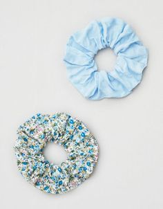 Shop Scrunchies & Hair Ties at American Eagle to find the right accessories for your day! Browse scrunchies and hair ties in new colors and designs today! Scrunchies, Hair Supplies, Top Gifts, Mens Outfitters, Aeo, Cute Jewelry, Hair Ties, Headbands, At Least