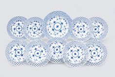 "A convolute of plates ""Musselmalet"" with ""Blue Fluted Full Lace"" - Porcelain"