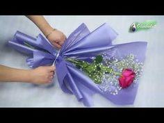 ARRANJO FLORAL RÚSTICO Passo a passo: como elaborar um lindo arranjo floral rústico aproveitando toda a forma e presença de folhas de moreia. Com rosas, cris...