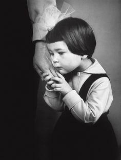 mão materna, 1965. credit: antanas sutkus