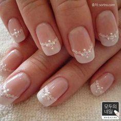 Wedding Day Nails: The Gorgeous Wedding Manicure for Brides Wedding Nails For Bride, Bride Nails, Wedding Nails Design, Wedding Manicure, Nail Wedding, Jamberry Wedding, Wedding Designs, Bling Wedding, Wedding Makeup