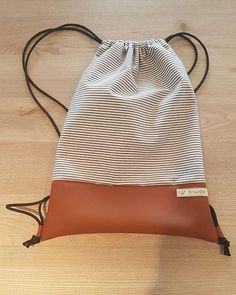 Some casual :) white/blue striped with brown leather Photo Backpack, Diy Backpack, Diy Tote Bag, Cary Bag, Leather Bag Pattern, Diy Bags Purses, Fabric Bags, Leather Projects, Cloth Bags
