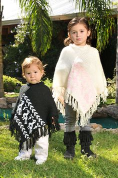 poncho tejido a dos agujas para nenas con guarda, creado por Silvana gloria tejidos