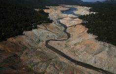 [CasaGiardino] California's drought: What losing 63 trillion gallons of water looks like - The Washington Post Lake Oroville, California Drought, Water Delivery, Lake Mead, Dust Bowl, Gallon Of Water, Lake Powell, Water Resources, Global Warming