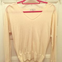 GAP -Cream colored vneck sweater Cream colored vneck sweater! Super light material perfect for summer! Lightly worn, in great shape! GAP Sweaters V-Necks