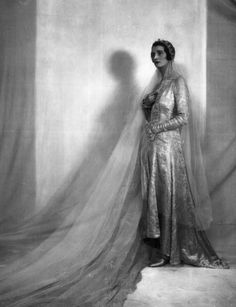 A timelessly, deeply beautiful late 1920s bride. #vintage #wedding #1920s #bride #dress