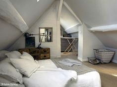 Natural Bedroom Decorating and Design Ideas Loft Room, Bedroom Loft, Home Bedroom, Bedrooms, Attic Rooms, Attic Spaces, Small Spaces, Natural Bedroom, White Rooms