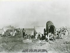 Western plains Métis family camp and Red River Carts, names, date and location unknown. Old Pictures, Old Photos, Time Pictures, Pioneer Day, Pioneer Life, Pioneer Games, Black White Photos, Black And White, Into The West