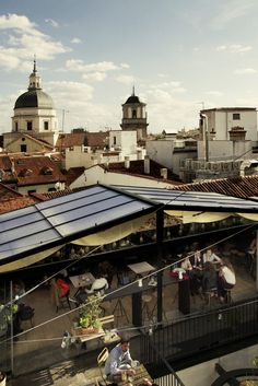 Sus vistas, su decoración y sus cócteles neoyorkinos hacen que desde ellas sea mucho más fácil llegar 'de Madrid al cielo'.