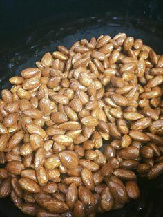 Honey and cinnamon almonds Cinnamon Almonds, Honey And Cinnamon, Toasted Almonds, Recipe For 4, Slow Cooker Recipes, Delish, Yummy Food, Snacks, Vegetables