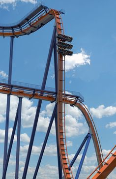 Spend the day at Cedar Point, the roller coaster capital of the world. Begin planning your trip to the best amusement park in Ohio, Cedar Point, today! Scary Roller Coasters, Crazy Roller Coaster, Cool Coasters, Best Amusement Parks, Amusement Park Rides, Six Flags, Universal Studios, Ohio, All Ride