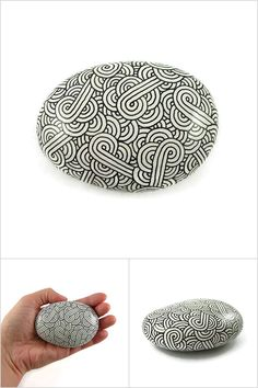 White decorative painted stone with black doodles, black and white abstract painted pebble, modern and original meditative art object - Made by @savousepate on Etsy - pinned by pin4etsy.com