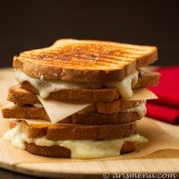 More than 50 yummy Grilled Cheese recipes from around the web! Lots of great ideas!