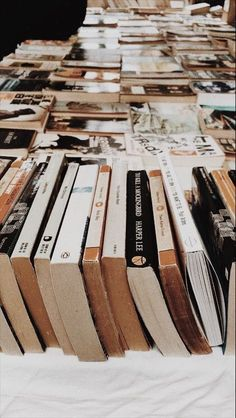 aesthetic vintage Image about love in Books by Deize on We Heart It Book Aesthetic, Aesthetic Vintage, Aesthetic Photo, Aesthetic Pictures, Photo Wall Collage, Picture Wall, Fotografia Retro, Beauty Desk, Beauty Makeup