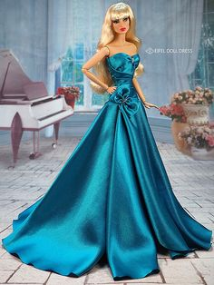 Barbie Fashion Royalty, Fashion Dolls, Vintage Barbie Clothes, Doll Clothes, Evening Gowns Couture, Barbie Gowns, Barbie Doll, Fashion Illustration Dresses, Dress Up Dolls