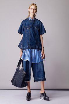 サカイ(sacai) 2018年リゾート ウィメンズ コレクション - 写真13 Blue Denim Shirt, Denim Top, Denim Fashion, Trendy Fashion, Womens Fashion, Runway Fashion, Blue Jean Outfits, Love Couture, Kinds Of Clothes