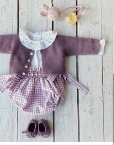 Knitting Patterns Baby Girl Dress New Ideas Knitted Baby Clothes, Baby Kids Clothes, Doll Clothes, Baby Knitting Patterns, Baby Patterns, Baby Kind, My Baby Girl, Baby Girl Fashion, Kids Fashion