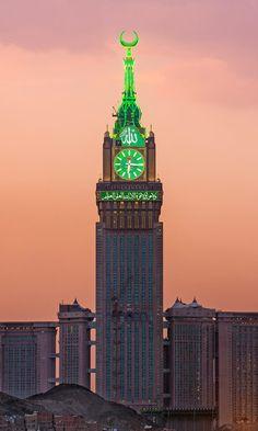 Makkah Clock tower - Biggest clock in the world Masjid Al Haram, Mecca Masjid, Muslim Images, Islamic Images, Islamic Pictures, Islamic Quotes, Islamic Wallpaper Hd, Mecca Wallpaper, Makkah Tower