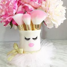 This makeup holder spells cute. We dare say it is the perfect brush holder from @makeitpinkfabulous. #brushholder #makeup http://ift.tt/2e5WqWh