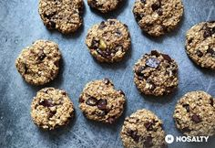 Chocolate Chunk Energy Cookies -- vegan, gluten-free, no-bake // neverhomemaker - healthy cookies Quick Healthy Desserts, Raw Desserts, Healthy Cookies, Gluten Free Desserts, Cookies Vegan, Healthier Desserts, Healthy Snacks, Healthy Eating, Paleo Dessert