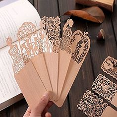 Cute Kawaii Hollow Wooden Flower Bookmark Lovely Sweet Girl Bookmarks For Book School Supplies Material Escolar Creative Bookmarks, Bookmarks For Books, Vintage Bookmarks, Free School Supplies, Office And School Supplies, Diy Craft Projects, Diy Crafts, Pink Glitter Background, Wooden Bookends