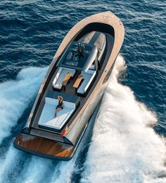 alen yacht packages an abundance of luxury amenities into 55-foot motorboat