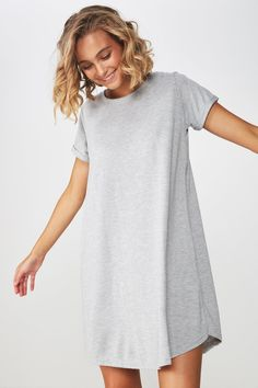 There are lots of dresses made from different cloth material but nothing can beat cotton dresses. Summer Dress Outfits, Night Outfits, Casual Dresses, Fashion Dresses, Outfit Night, Outfit Work, Night Wear, Short Outfits, Maxi Dresses