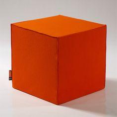 CubeMaker® - Sitzwürfel Filz DesignCube, orange - felt cube. Halle goldenener Oktober.