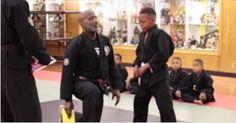 Δάσκαλος Πολεμικών Τεχνών προσφέρει Μαθήματα Ζωής, όταν βλέπει τον Μαθητή του να Κλαίει…