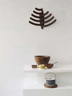Siirtolapuutarha tea pot by Marimekko. Carina's house, photo by Prue Ruscoe. Wabi Sabi, Feng Shui, Interior And Exterior, Interior Design, Simple Interior, Black Kitchens, Kitchen Black, Wood Accents, White Wood