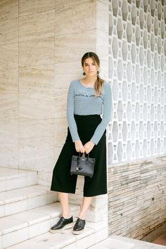 Blogger Maristella in a casual black and white outfit with Uterqüe earrings, Stradivarius long sleeve black stripe t-shirt, COS high waisted culottes, ASOS oxford platforms and Saint Laurent sac de jour