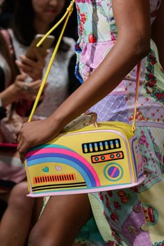 Manish Arora at Paris Fashion Week Spring 2017 - Details Runway Photos Source by freakyjewelry bags Unique Purses, Cute Purses, Paris Fashion, Fashion Bags, Fashion Fashion, High Fashion, My Bags, Purses And Bags, Nerd Merch