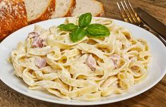 Pasta Carbonara Recept, Tagliatelle Carbonara, Easy Pasta Recipes, Easy Meals, Cooking Recipes, Healthy Recipes, Protein Pasta, Breakfast Bowls, Spaghetti