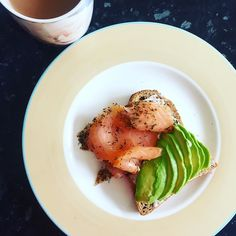 Rise & Shine Salmon gravadlax with dill and avocado toast #goodmorning #breakfast #brunch #riseandshine #smokedsalmon #salmon #salmongravadlax #avocado #avo #avolove #toastie #tea #healthyfood #weeklymeals #simplefood #cleanfood #healthy #hungersatisfier #goodfood #homelife #foodie